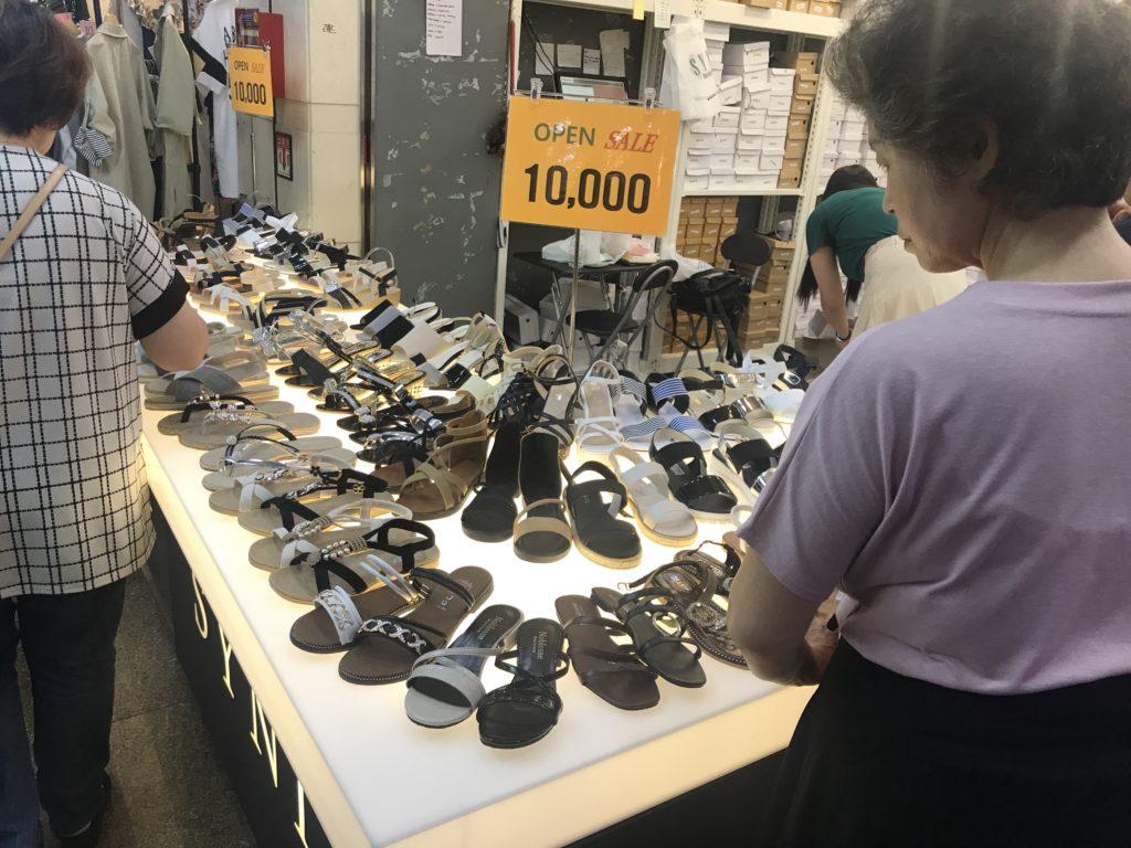 江南ターミナル地下ショッピングモール 靴